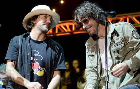 Eddie Vedder delivers a moving tribute to Chris Cornell at