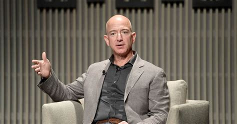 Jeff Bezos' photos show that no one's intimate selfies are