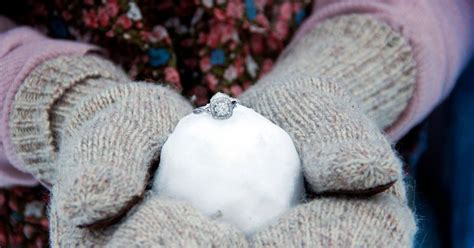 How Many Carats is the Average Engagement Ring?